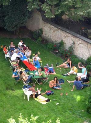 20090525170721-jardin-del-cole-desde-el-ba.jpg