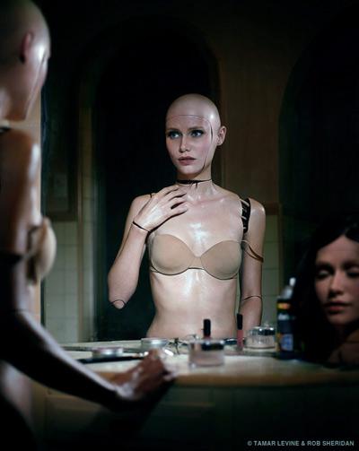 20120130045433-brokenrobotgirl1.jpg