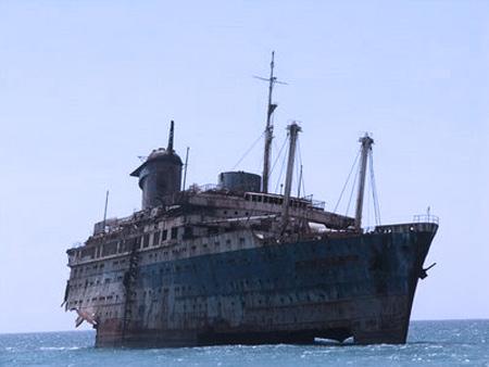 20110713143556-barco-fantasma.jpg